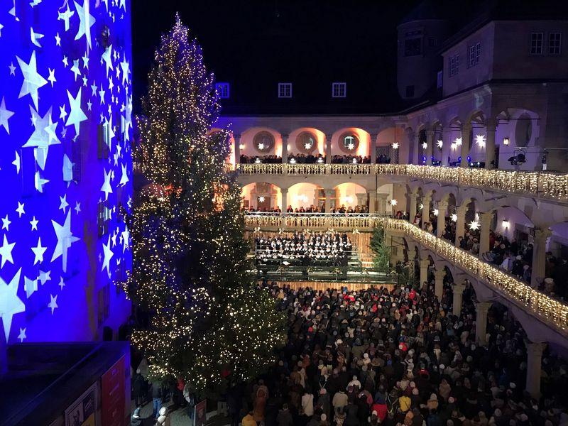 Eröffnung Weihnachtsmarkt Stuttgart 2019.Stuttgarter Weihnachtsmarkt Offiziell Eröffnet Stuttgarter