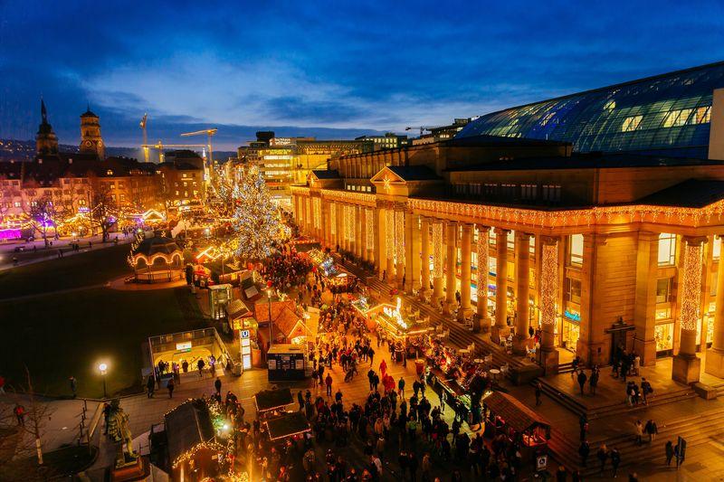 öffnungszeiten Weihnachtsmarkt Stuttgart.Funkelnde Weihnachtsmarktstadt Stuttgarter Weihnachtsmarkt 27 11