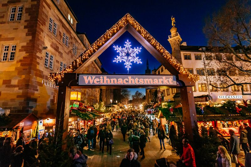 Stuttgart Weihnachtsmarkt.Der Weihnachtsmarkt Bleibt Ein Besuchermagnet Stuttgarter